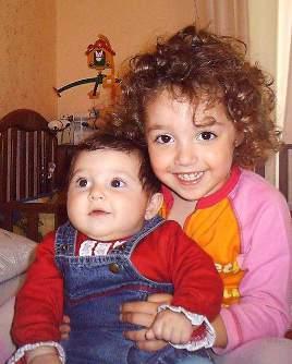 Benedetta e Giorgia Ferraro, sorelline.